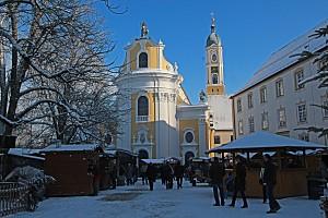 Blick auf die Kirche während des Weihnachtsmarktes - Foto oberschwaben-welt.de