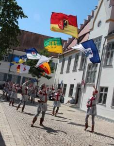 Schuetzenfest-Fahnenschwing