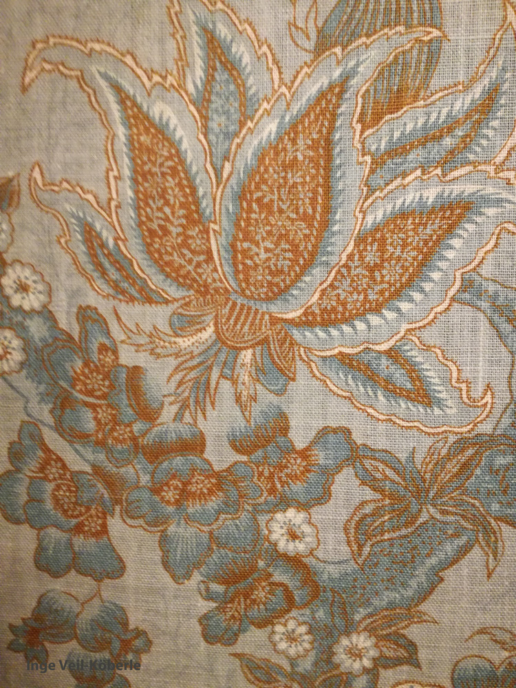 Detail der Wandtapete im Blauen Saal der Villa Reitzenstein